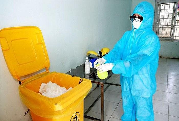 Quản lý rác thải chặt chẽ trong vùng tâm dịch