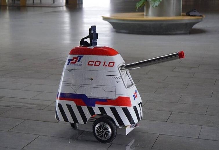 robot khu khuan chong dich covid 19