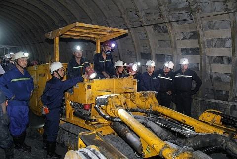 Công nghệ khai thác cơ giới hóa đồng bộ hạng nhẹ: Bước đột phá trong khai thác than hầm lò