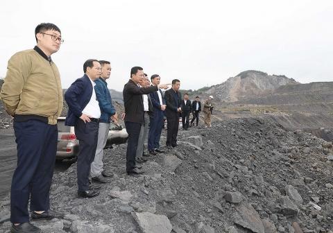 Tận dụng đất đá thải từ các mỏ than làm vật liệu san lấp