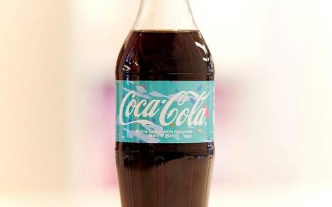 coca cola ra mat chai tai che tu rac thai nhua dau tien tren the gioi