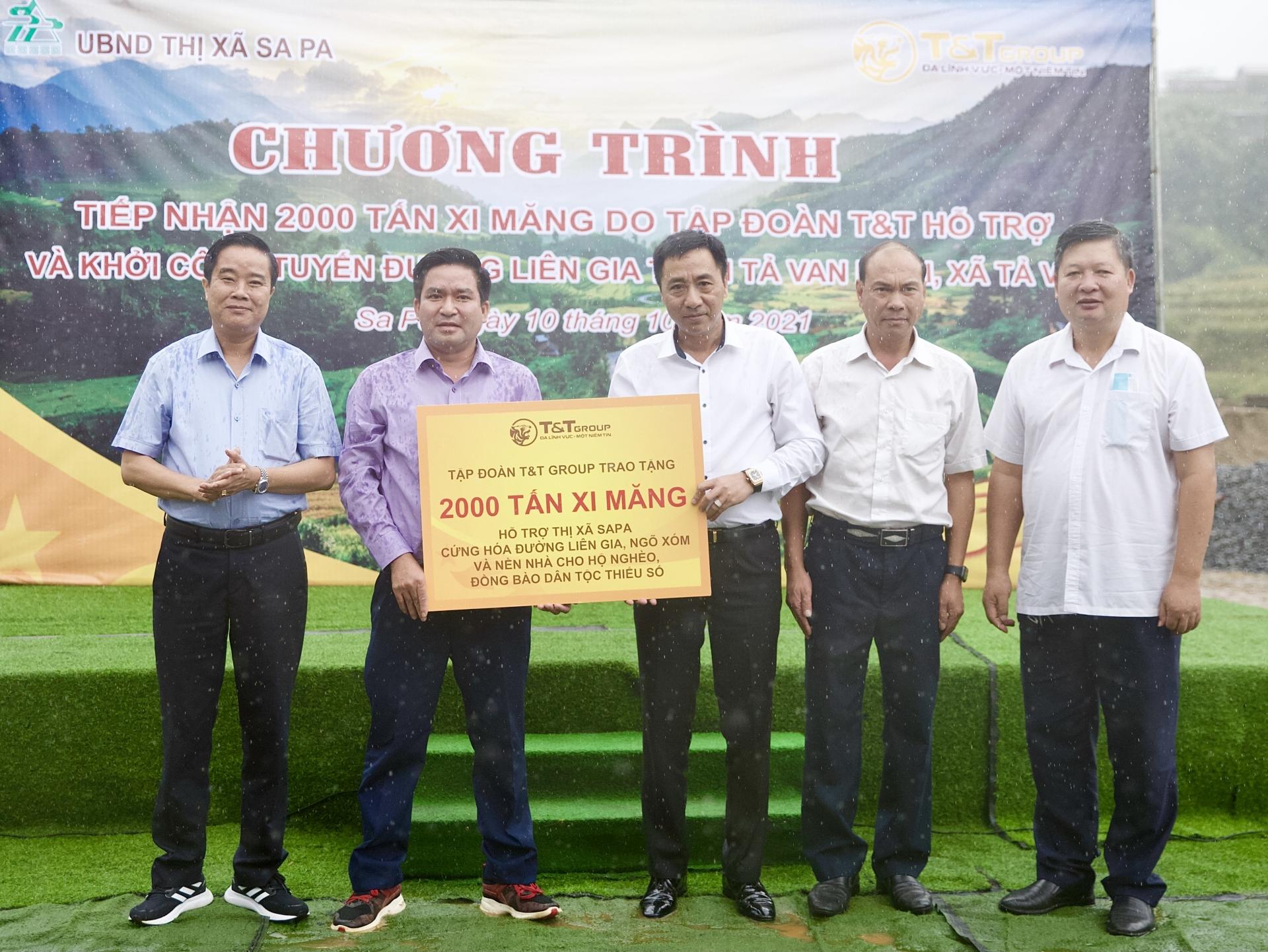 T&T Group trao tặng 2.000 tấn xi măng hỗ trợ thị xã Sa Pa cứng hóa nền nhà và làm đường