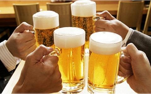 cong chuc uong ruou bia trong gio lam viec se bi che tai