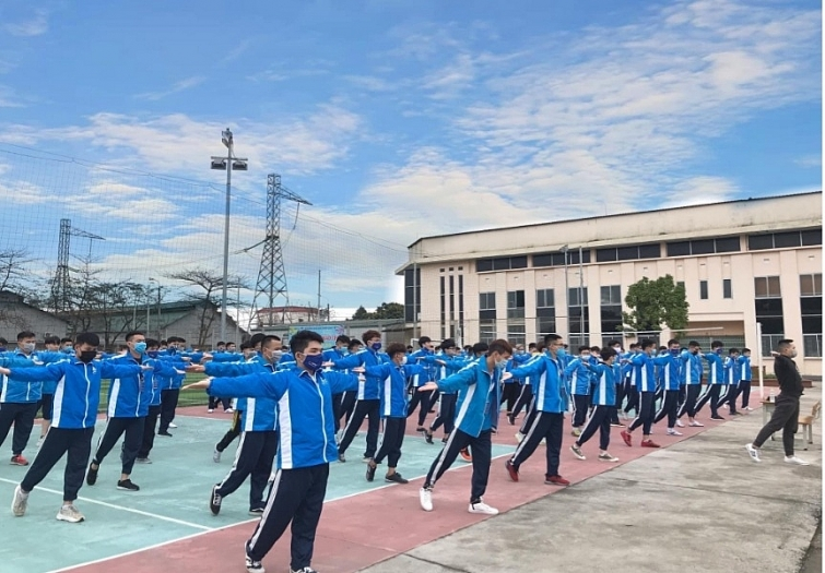 Tham quan cơ sở giáo dục thể chất và an ninh quốc phòng của Trường Đại học Điện lực