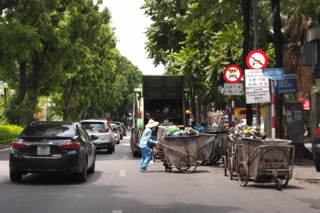 Thực trạng và giải pháp phát triển thị trường dịch vụ thu gom, vận chuyển, tái chế, xử lý chất thải rắn sinh hoạt tại thành phố Hà Nội