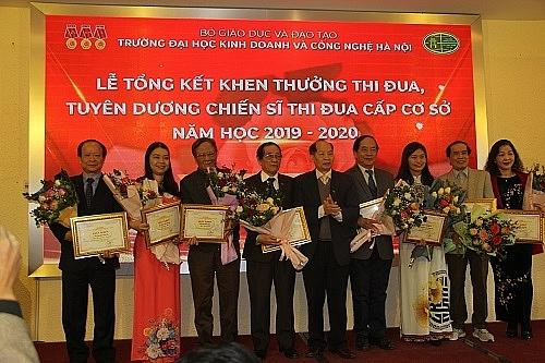 truong dai hoc kinh doanh va cong nghe ha noi khen thuong thi dua nam hoc 2019 2020