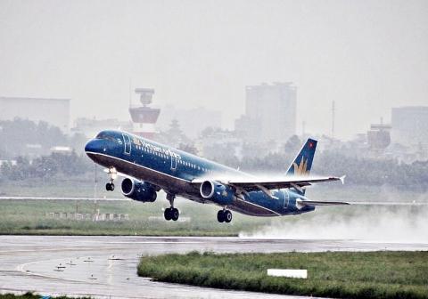 thoi tiet xau may bay vietnam airlines 2 lan ha canh xuong da nang bat thanh