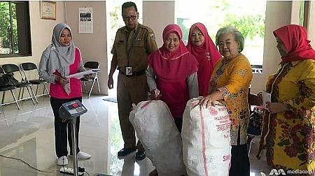 """Indonesia mở chiến dịch """"đổi rác lấy vàng"""""""