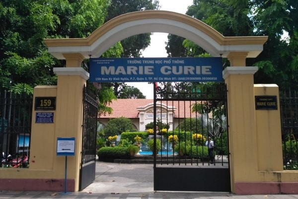 hoc sinh truong thpt marie curie hon chien 2 nguoi bi thuong