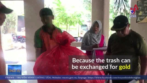 """Đổi """"rác lấy vàng"""" tại Indonesia"""